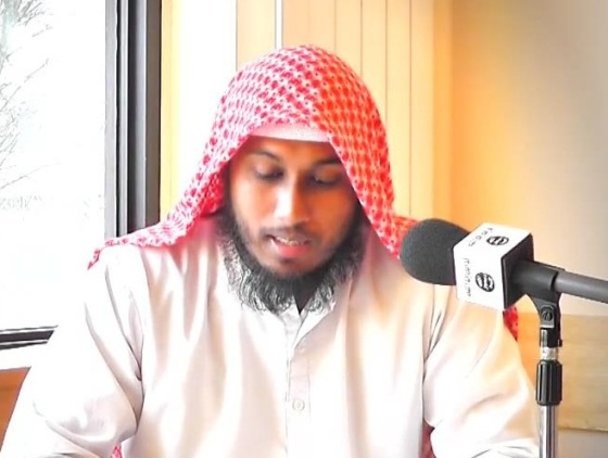 Abu Muwahhid rocking the traditional Islamic tablecloth look with a recently-permed beard