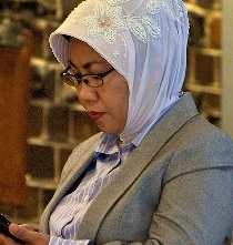 Nita Iskandar doing what she does best - pretending to be oblivious