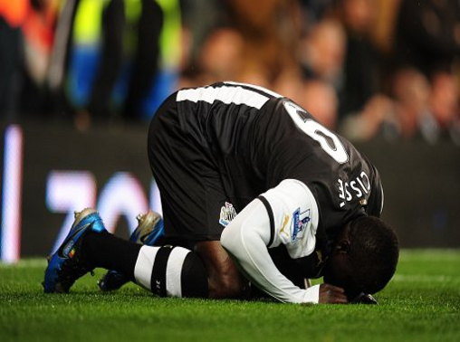 Papiss Demba Cisse bending over to welcome Allah's love inside him