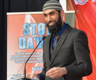 Fahad Ullah Qureshi speaking at an IslamNet conference