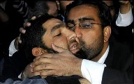 Malik Mumtaz Hussain Qadri getting kissed by someone who wishes to engage in anal jihad with him