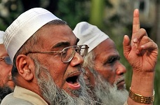 Fazlul Haque Amini demonstrating the trademark Muslim finger point